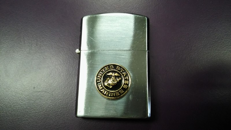 US MARINES COLLECTIBLE CIGARETTE LIGHTER, SOME WEAR FOR USE. GOOD CONDITION.