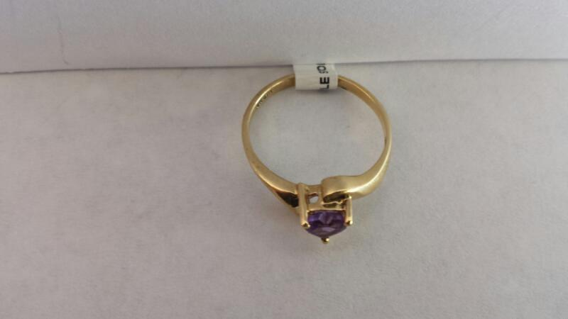 10k Yellow Gold Ring with 1 Purple Heart
