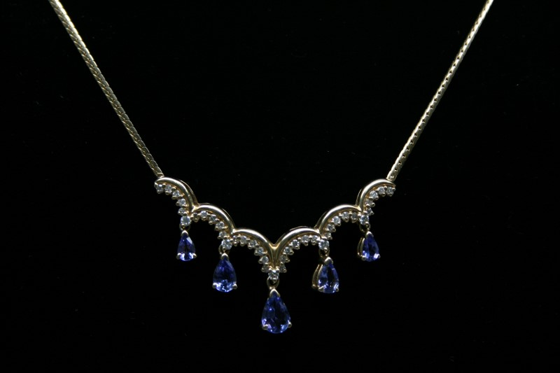 TANZANITE & DIAMOND NECKLACE 14K YELLOW GOLD