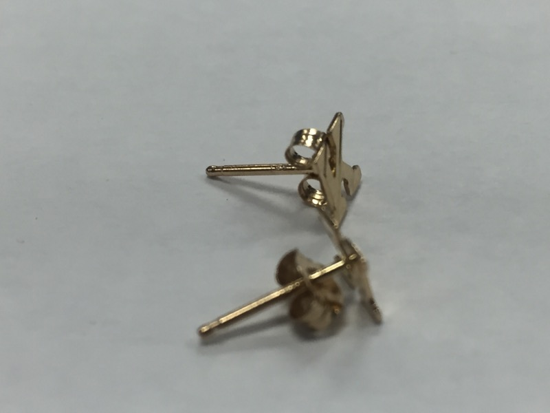 "14k YELLOW GOLD ""K"" STUD EARRINGS"