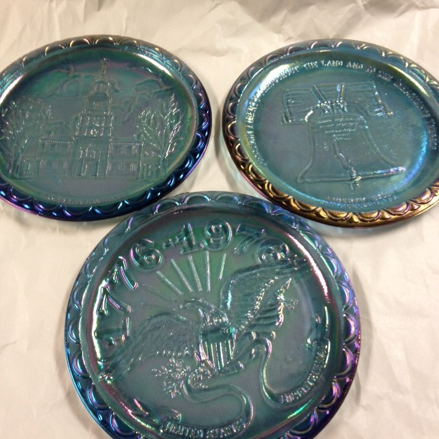 CARNIVAL GLASS AMERICAN HISTORY PLATES SET OF 3