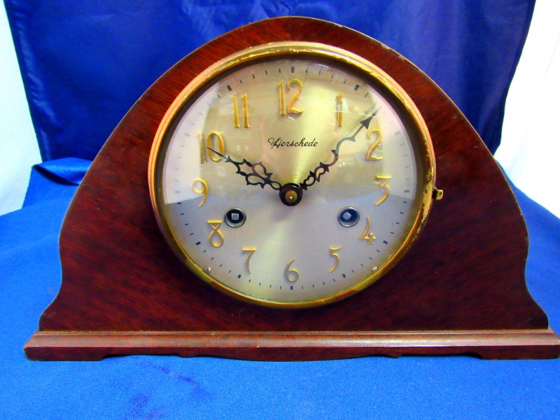 HERSCHEDE 704 MANTLE CLOCK