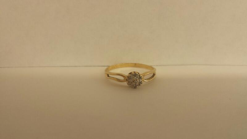Lady's Diamond Cluster Ring 7 Diamonds .07 Carat T.W. 14K Yellow Gold 1dwt