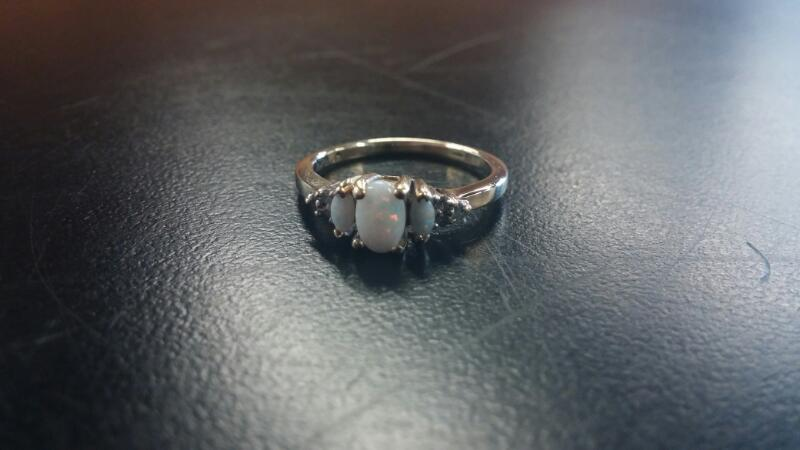 Synthetic Opal Lady's Stone Ring 10K Yellow Gold 1.6dwt Size:7