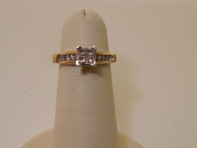 Lady's Diamond Fashion Ring 12 Diamonds .28 Carat T.W. 14K Yellow Gold 2.8g