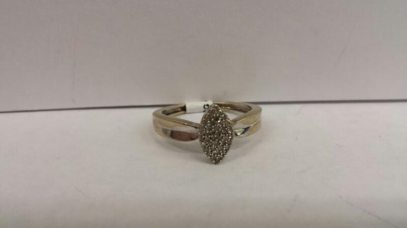 10k White Gold Ring with 42 Diamond Chips