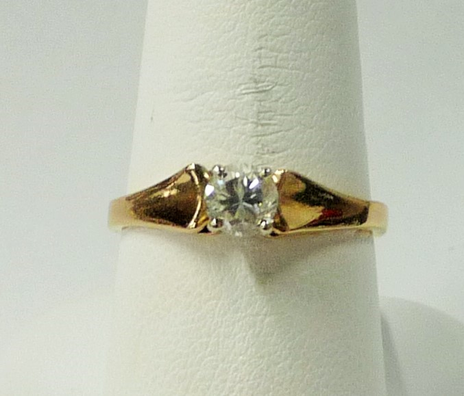 Lady's Diamond Engagement Ring .40 CT. 14K Yellow Gold 1.85dwt