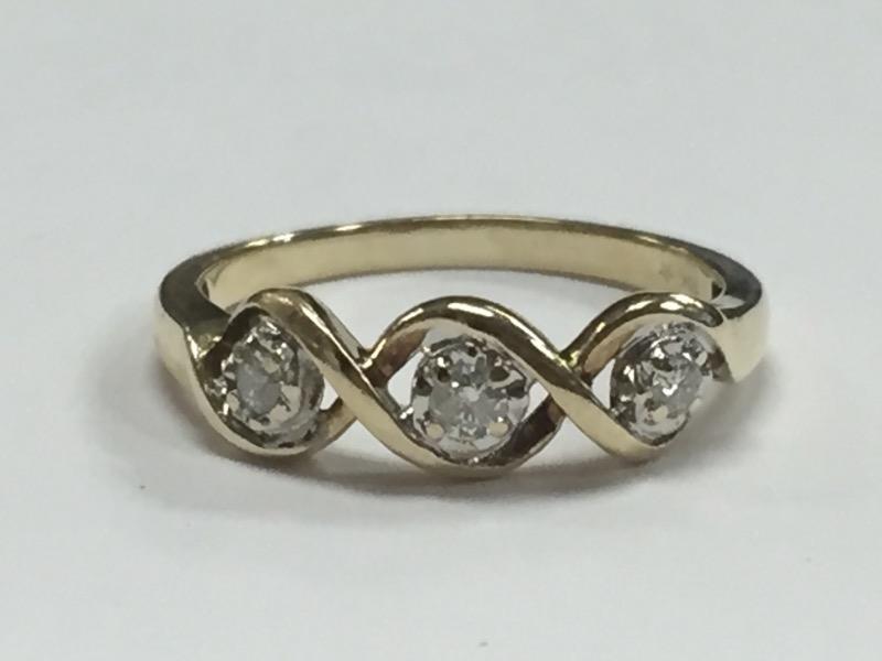 Lady's Diamond Cluster Ring 3 Diamonds .15 Carat T.W. 10K Yellow Gold 1.93g