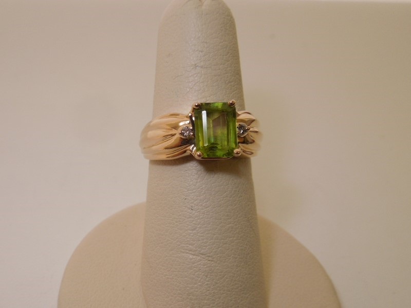 Synthetic Peridot Lady's Stone & Diamond Ring 2 Diamonds .02 Carat T.W.