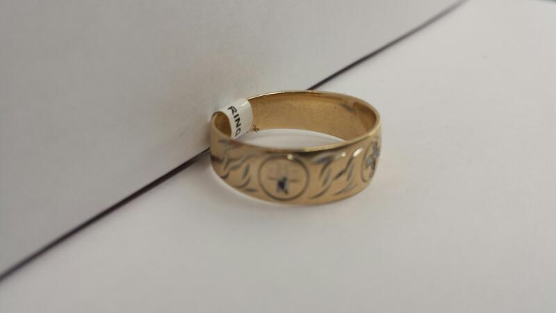 "10k Yellow Gold Ring with 6 Diamond Chips ""Cross"""