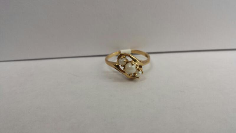 10k Yellow Gold Ring with 3 Pearls