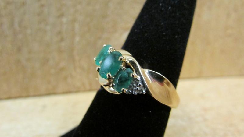 Synthetic Emerald Lady's Stone & Diamond Ring 6 Diamonds .06 Carat T.W.