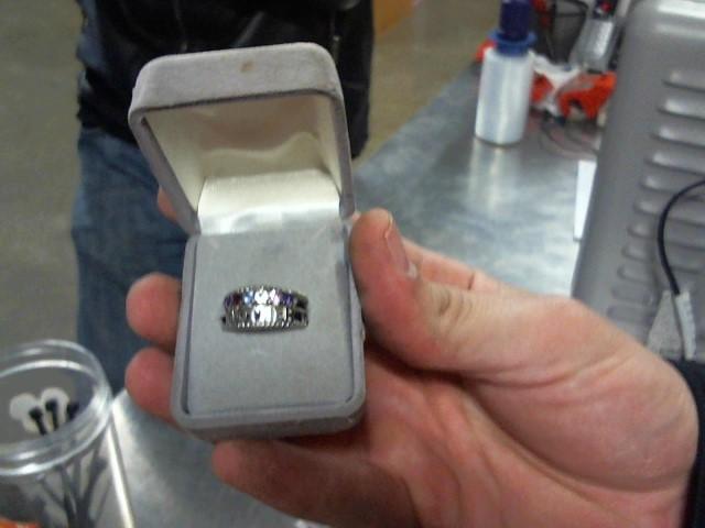 Lady's Gold Ring 10K White Gold 4.5g