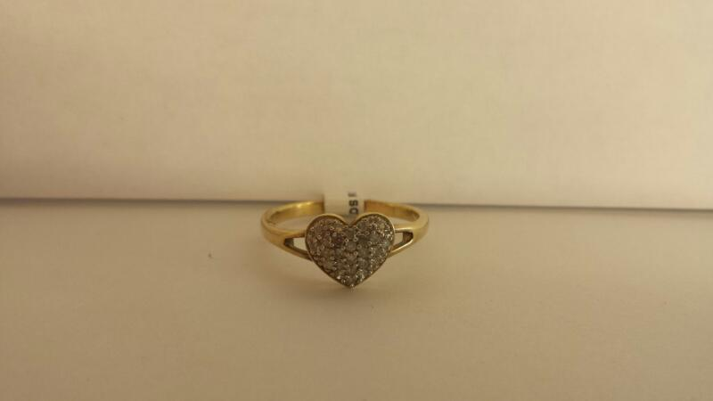 10k Yellow Gold Ring with 24 Diamond Chips Inside a Heart