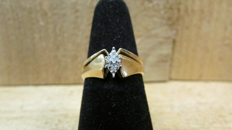 Lady's Diamond Wedding Set 7 Diamonds .07 Carat T.W. 10K Yellow Gold 2.5g