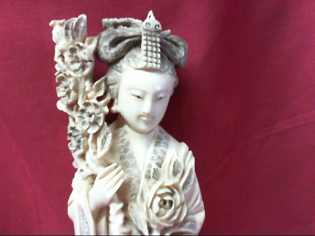 CARVED IVORY GEISHA GIRL