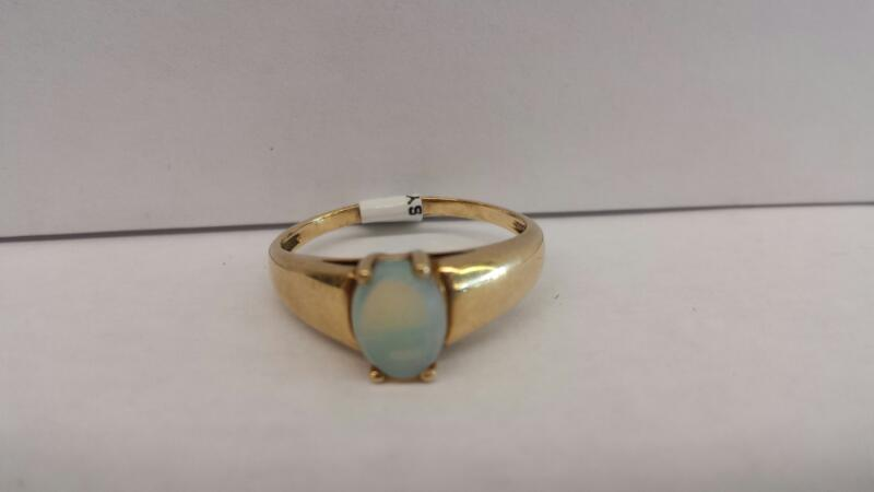 14k Yellow Gold Ring with Oval Opal