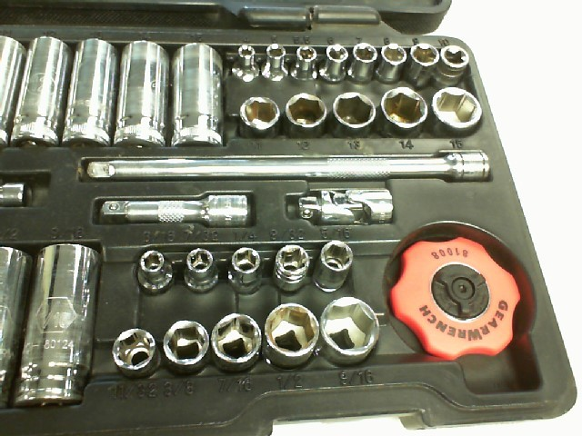 GEARWRENCH TOOLS Sockets/Ratchet WRENCH SET