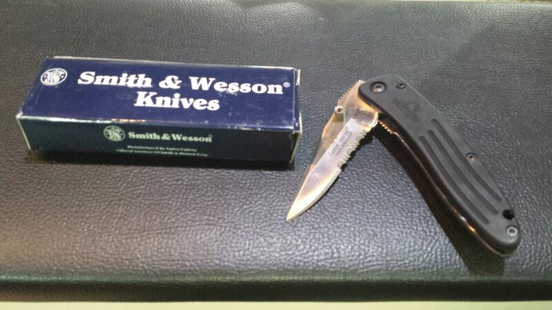 Preowned Smith & Wesson Model CH400DL 1 Blade Pocket Knife