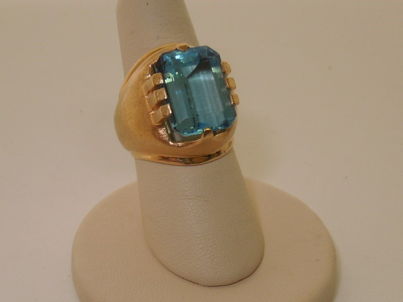 Synthetic Blue Topaz Lady's Stone Ring 14K Yellow Gold 21.2g Size:9