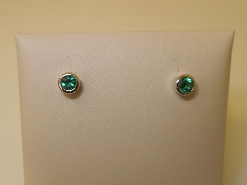 Synthetic Emerald Gold-Stone Earrings 14K White Gold 1.1g