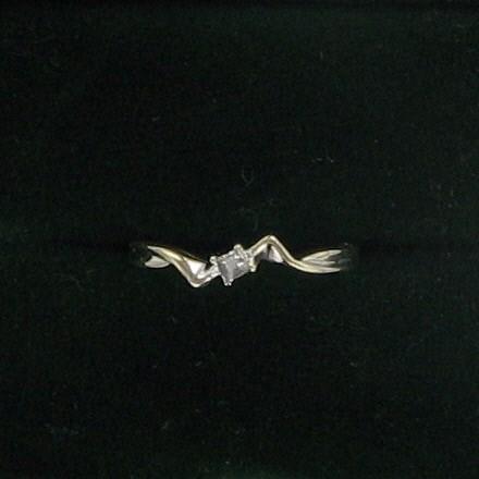Lady's Gold Ring 14K White Gold 0.7dwt