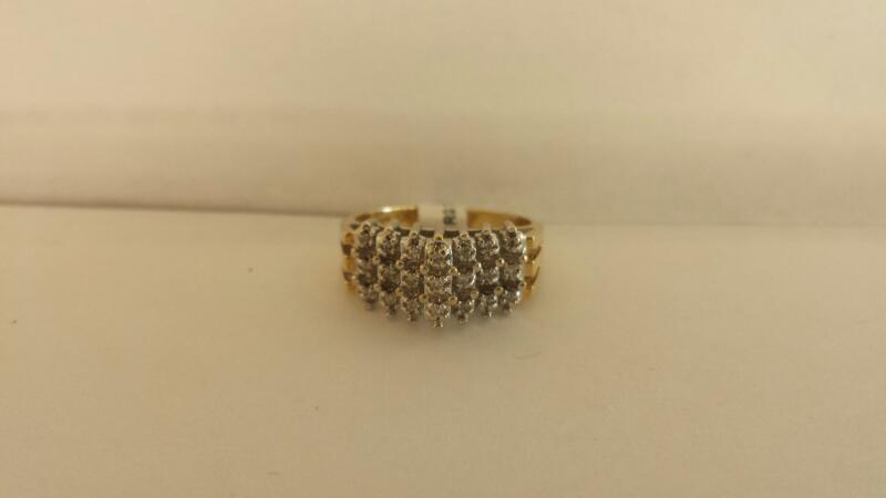 10k Yellow Gold Ring with 21 Diamond Chips