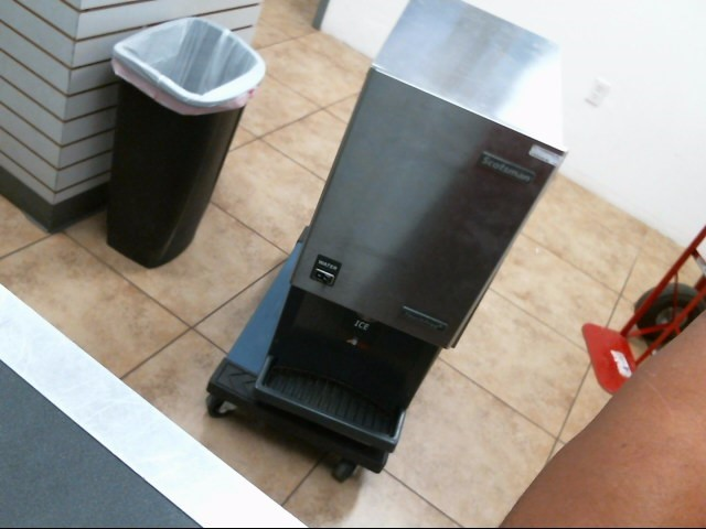 SCOTSMAN Refrigerator/Freezer MDT4F12A-1H