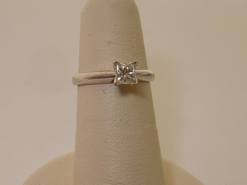 Lady's Diamond Engagement Ring .43 CT. 14K White Gold 2g Size:4
