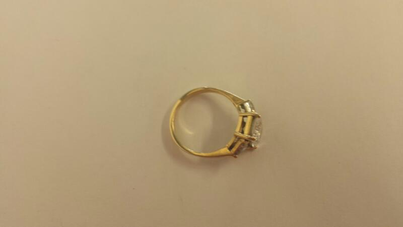 White Stone Lady's Stone Ring 14K Yellow Gold 2.2dwt