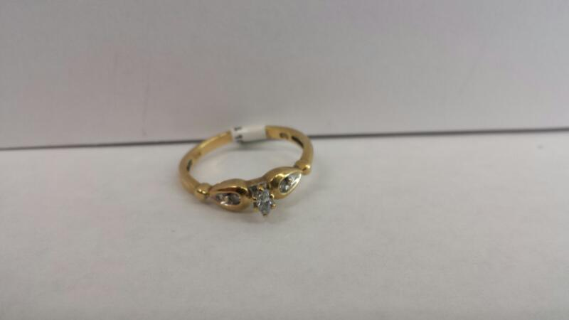 10k Yellow Gold Ring with 1 Diamond and 2 Diamond Chips
