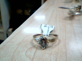 Purple Stone Lady's Stone Ring 10K Yellow Gold 2.2g