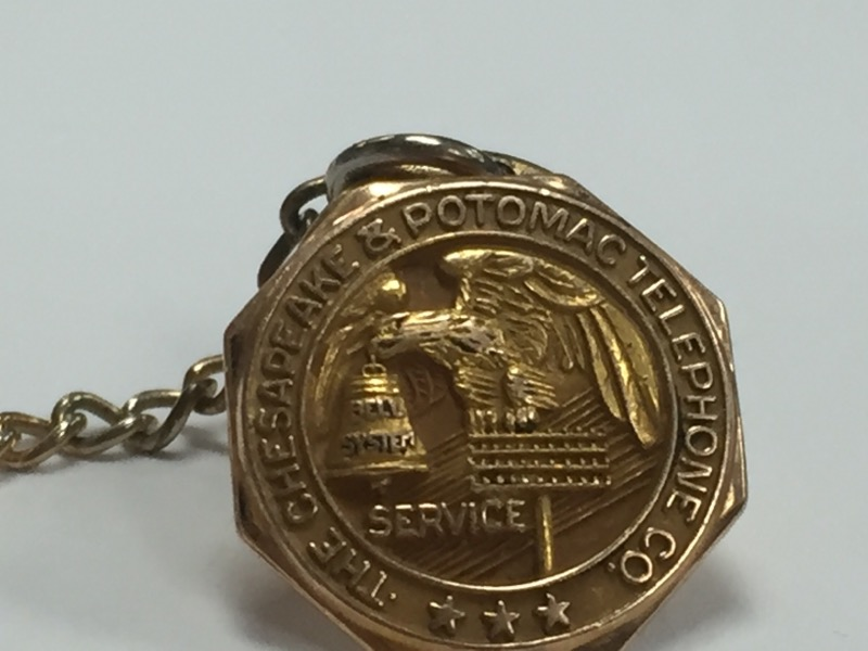 VINTAGE CHESAPEAKE AND POTOMAC PHONE COMPANY SERVICE PIN 10KY GOLD