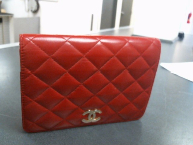 CHANEL Handbag RED LAMBSKIN QUILTED CLASSIC BUCKET