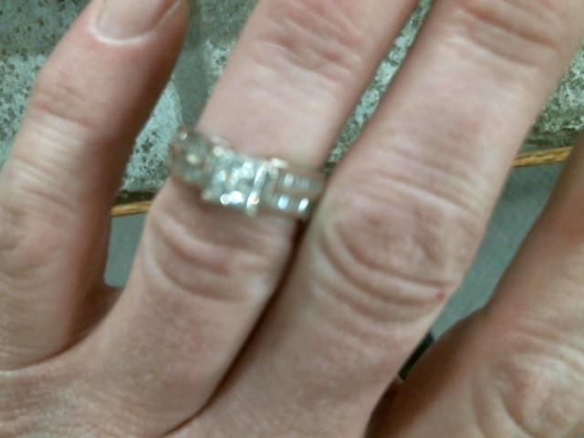 Lady's Gold Ring 14K White Gold 5.6g