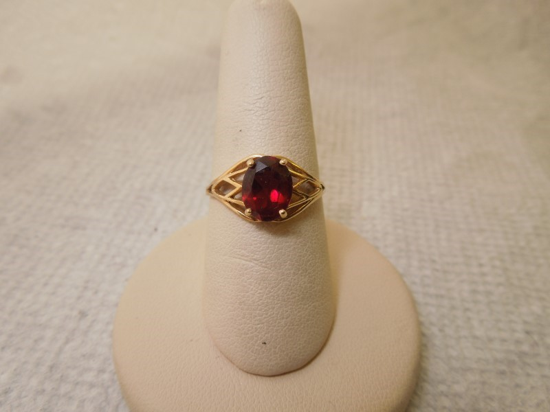Synthetic Almandite Garnet Lady's Stone Ring 14K Yellow Gold 2.4g