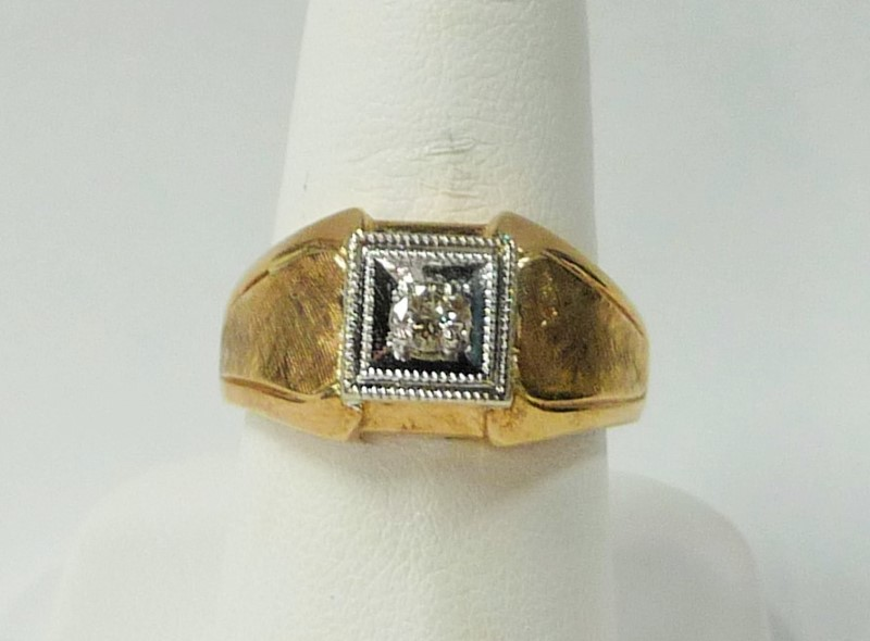 Gent's Diamond Solitaire Ring .20 CT. 10K Yellow Gold 4.62dwt