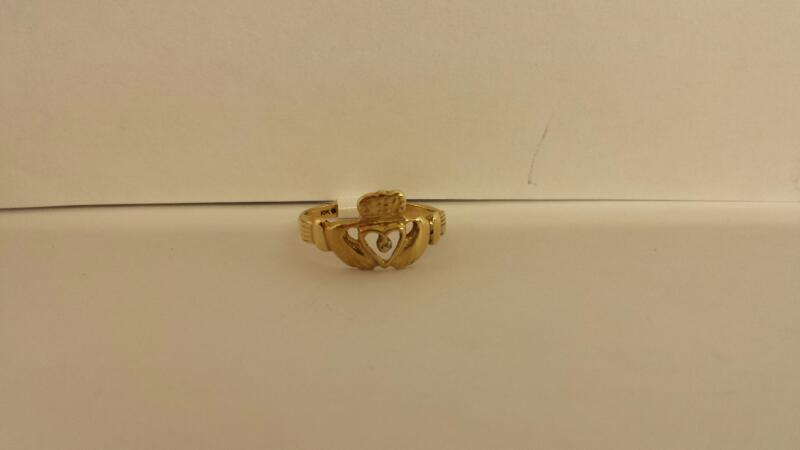 10k Yellow Gold Ring wih a Heart