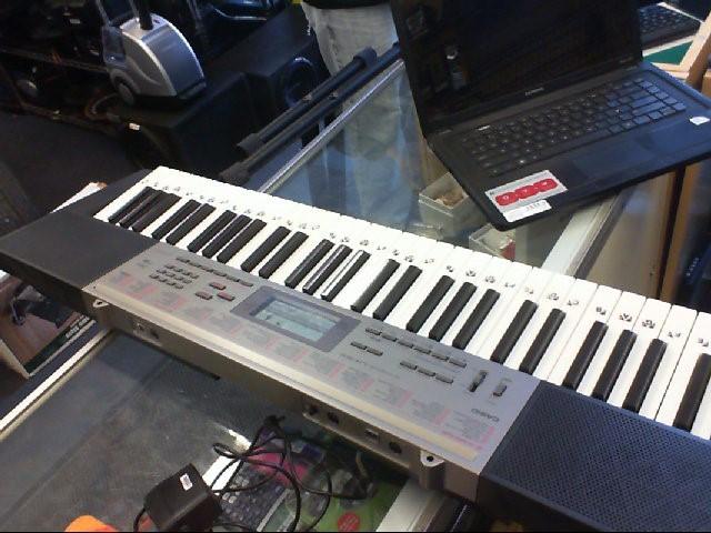 CASIO Keyboards/MIDI Equipment LK-165