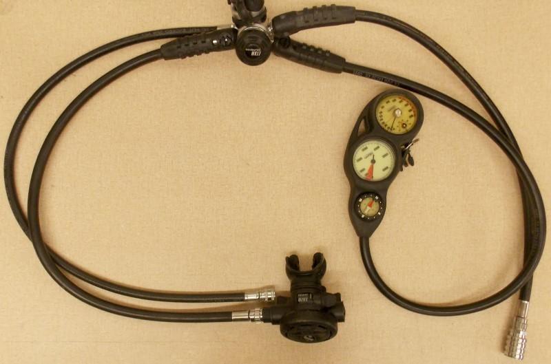 SCUBAPRO MK17/R390 REGULATOR WITH DEPTH GAUGE, TANK PRESSURE GAUGE AND COMPASS