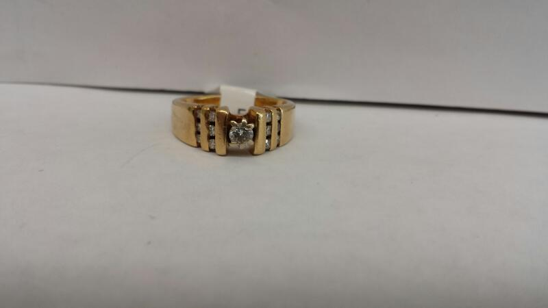 14k Yellow Gold Ring with 1 Diamond and 12 Round Diamonds