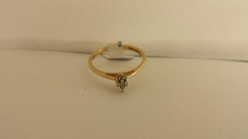 10k Yellow Gold Ring with 1 Diamond Chip
