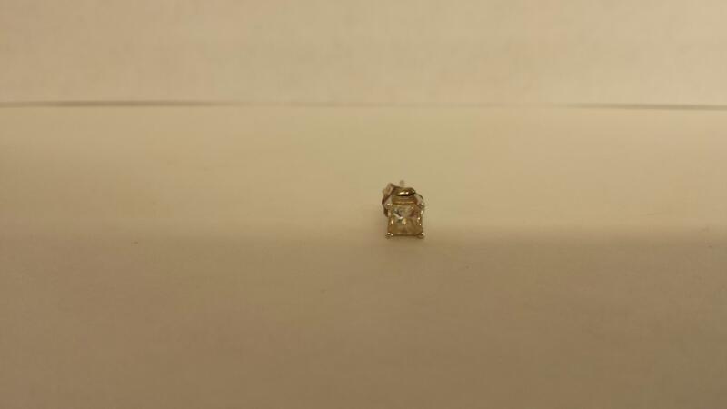 Gold-Diamond Earrings .40 CT. 14K White Gold 0.4dwt