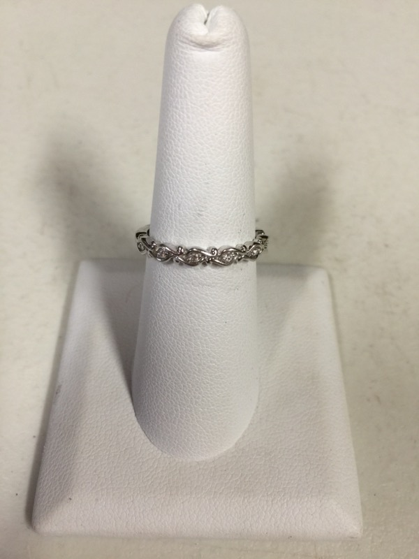Lady's Gold Ring 14K White Gold 2.3g