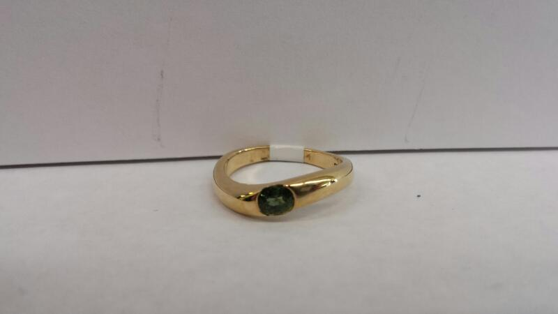 10k Yellow Gold Ring with 1 Green Stone
