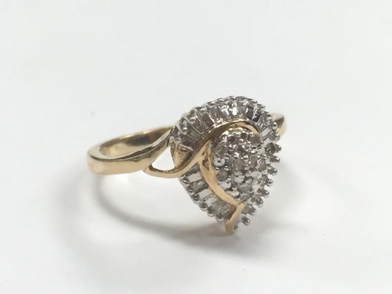 Lady's Diamond Cluster Ring 16 Diamonds .16 Carat T.W. 10K Yellow Gold 2.12g