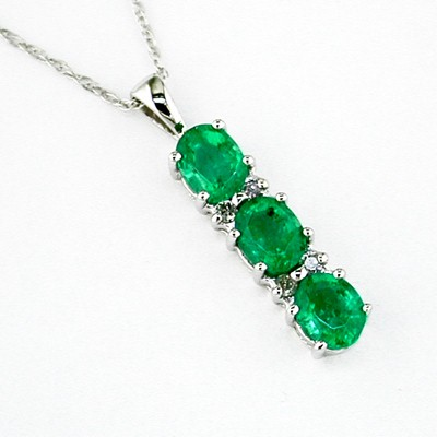Green Stone Gold-Diamond & Stone Pendant 13 Diamonds .13 Carat T.W.