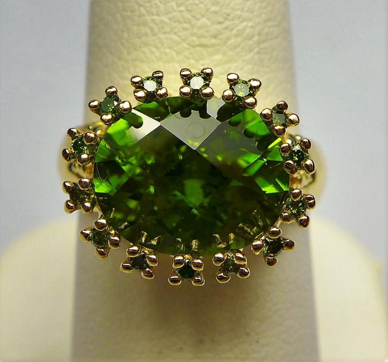 Peridot Lady's Stone Ring 14K Yellow Gold 4.5g Size:6