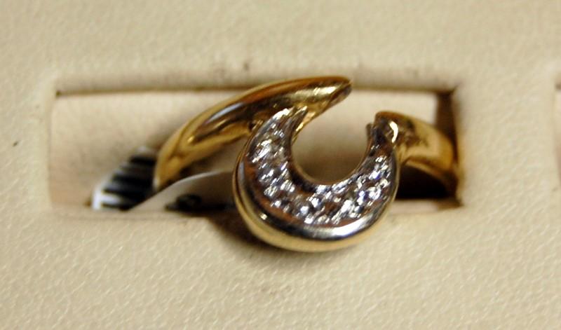 14K Yellow Gold Lady's Diamond Ring 2.9g 0.05CTW Size 6