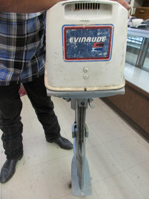 EVINRUDE 7.5 HP OUTBOARD MOTOR - USED